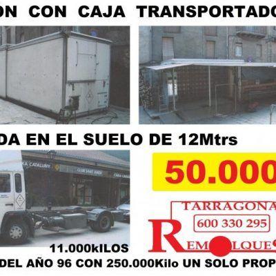 Camion con caja transportadora